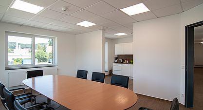 Neubau einer Lagerhalle nach Bundes-Immisionsschutzgesetz (BImSchG) - Besprechungsraum mit Teeküche